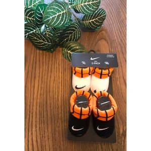 Baby Nike Basketball Booties Size 0-6 mont…